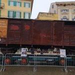 Carro in piazza Bra, un simbolo silenzioso per ricordare il Giorno della Memoria